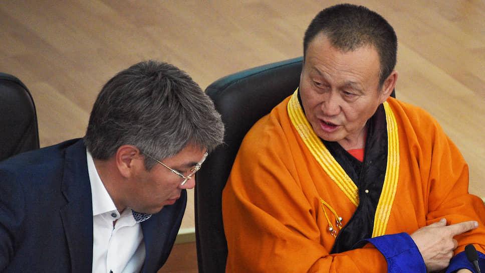 Глава Бурятии Алексей Цыденов (слева) и глава Буддийской традиционной сангхи хамбо-лама Дамба Аюшеев
