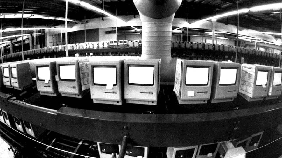 «В США свыше 90проц. новых технологий создается малыми фирмами» (на фото — новые Apple Macintosh, 1984 год)