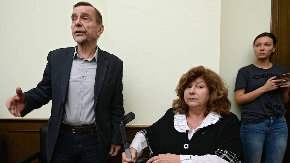Лидер движения «За права человека» Лев Пономарев и адвокат, член МХГ, основатель Центра содействия международной защите Карина Москаленко