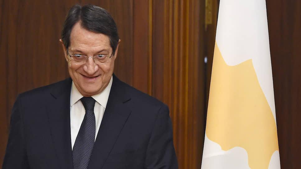 Кипр отзывает гражданства