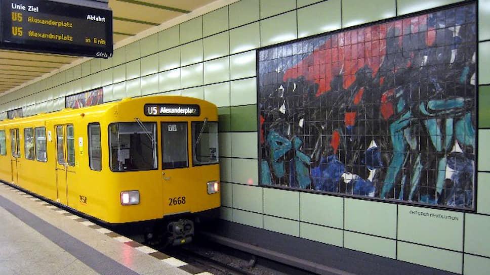 Ближайшая к бывшему кварталу «Штази» станция подземки «Магдалененштрассе» оформлена работами Вольфганга Франкенштейна, за что была прозвана «пещерой Франкенштейна»