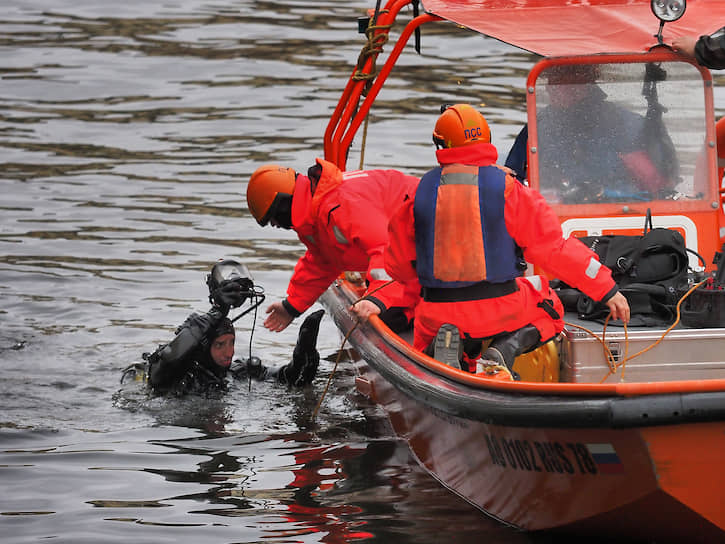 Во время поисков останков тела предполагаемой жертвы доцента СПбГУ в реке Мойке водолазы обнаружили скелет другого человека