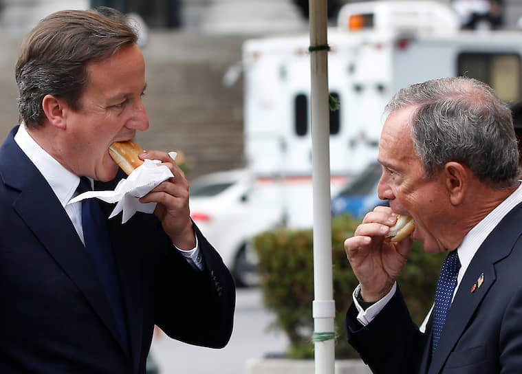 Бывший мэр Нью-Йорка Майкл Блумберг (справа) и экс-премьер Великобритании Дэвид Кэмерон