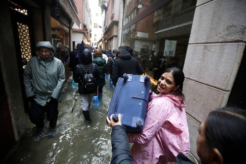 Сообщается, что город затоплен на 80%