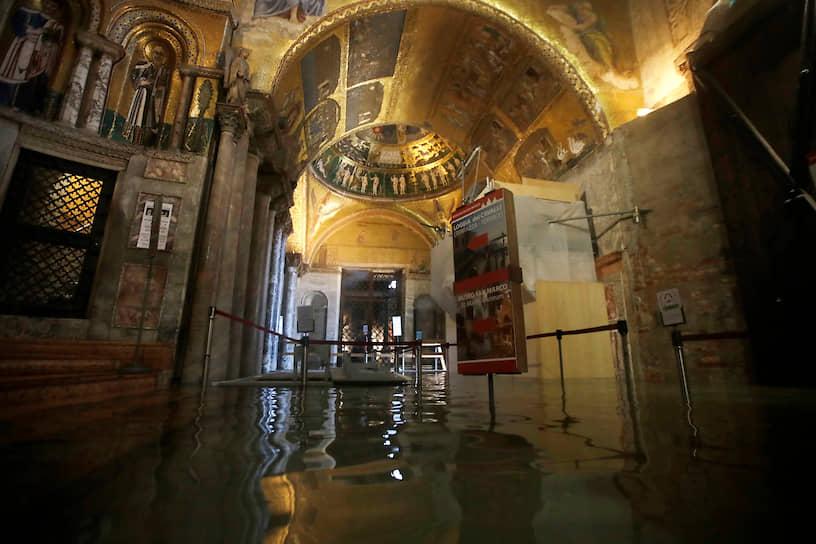 Феномен «высокой воды» характерен для Венеции, расположенной на нескольких островах. В среднем каждые четыре года вода не поднимается выше 110 см, затопляя около 10% города