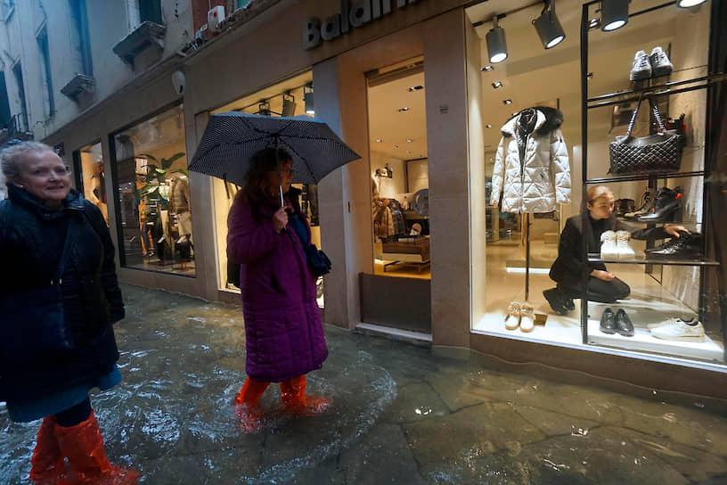 Наводнения из-за проливных дождей наблюдаются также и в других городах Италии