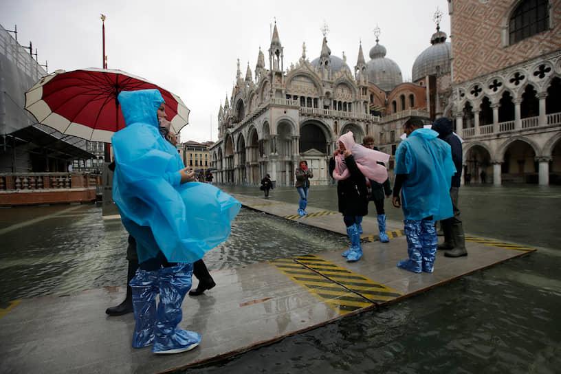 Ежегодно в Венецию приезжают около 28 млн человек