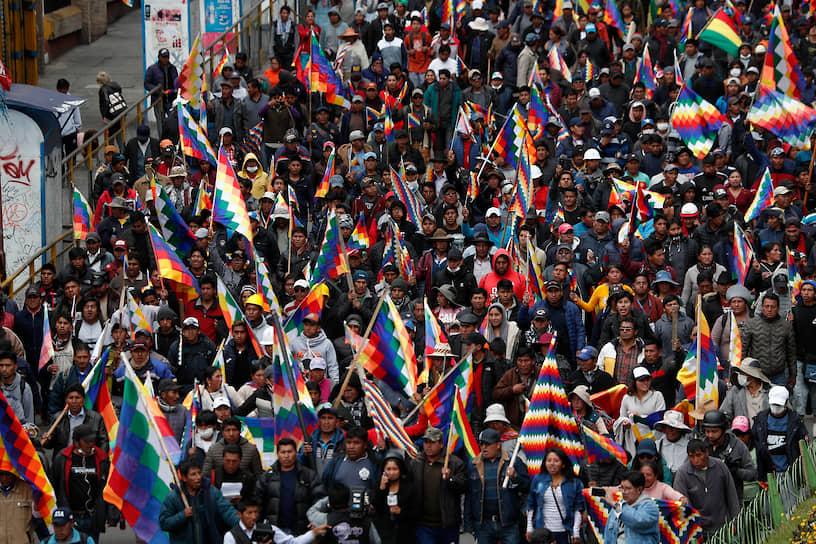 Уже 8 ноября полицейские сами присоединились к протестам против правящей партии и президента Эво Моралеса