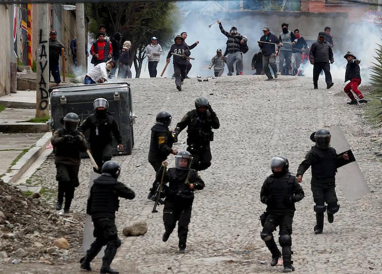 12 ноября стало известно, что подавшая ранее в отставку спикер палаты сенаторов парламента Боливии скрывается на территории посольства Мексики