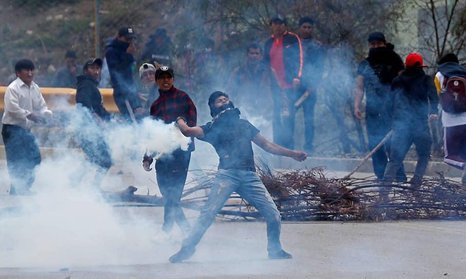 Уже после отставки Эво Моралеса протесты продолжились. Теперь их организаторами стали сторонники экс-президента страны. В ходе беспорядков погибли два человека