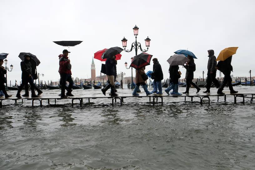 Максимальный уровень паводка был зафиксирован в 1966 году, когда он достиг отметки в 194 см