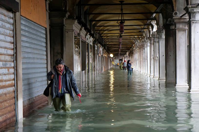 Помимо проливных дождей, в этот раз критическому повышению уровня воды способствовал также ветер с моря