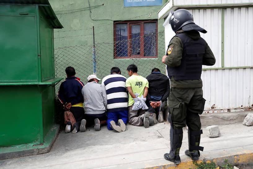 12 ноября министерство иностранных дел Мексики заявило, что может предоставить Эво Моралесу статус беженца