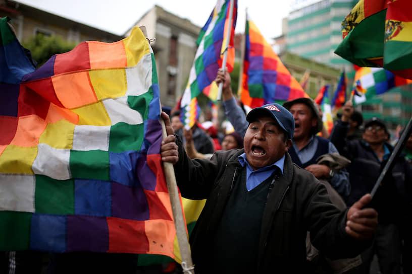 24 октября Высший избирательный суд объявил, что после переподсчета голосов победителем на выборах становится действующий президент Боливии Эво Моралес
