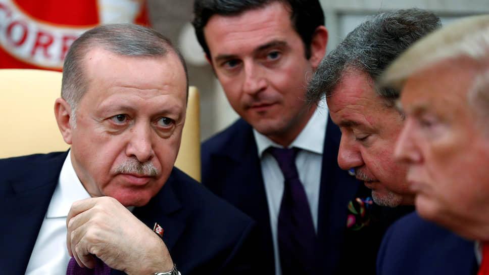 Президент США Дональд Трамп (справа), президент Турции Реджеп Тайип Эрдоган (слева)