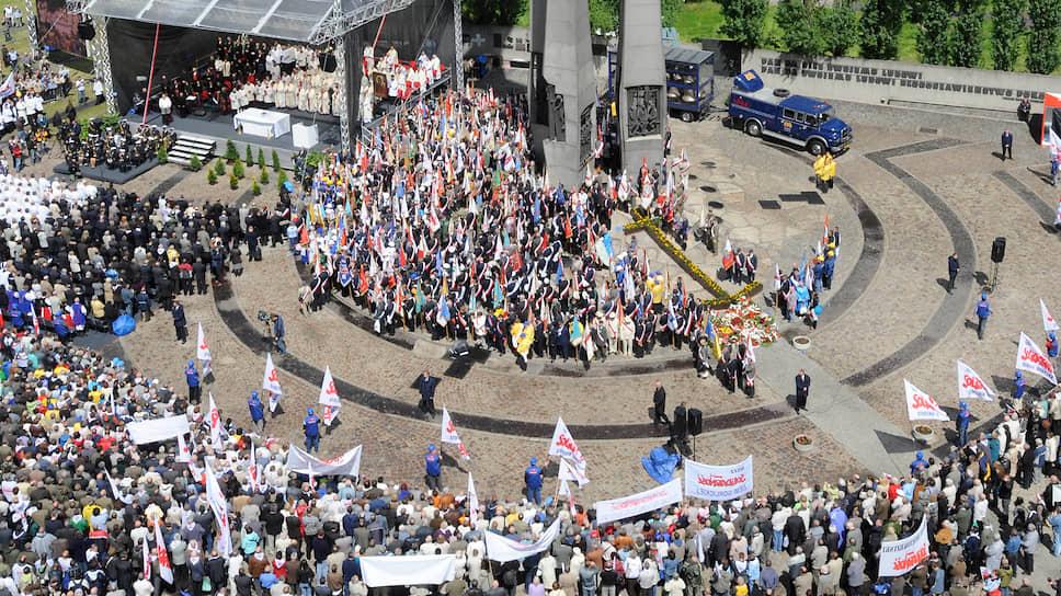 В районе Гданьской судоверфи в наши дни проводятся не забастовки, а мессы