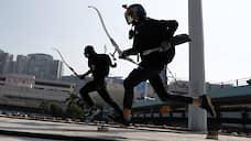 Гонконг становится более радикальным  / Полиция все чаще разгоняет демонстрантов слезоточивым газом