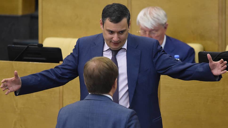 Член комитета Госдумы по безопасности и противодействию коррупции Александр Хинштейн (в центре)