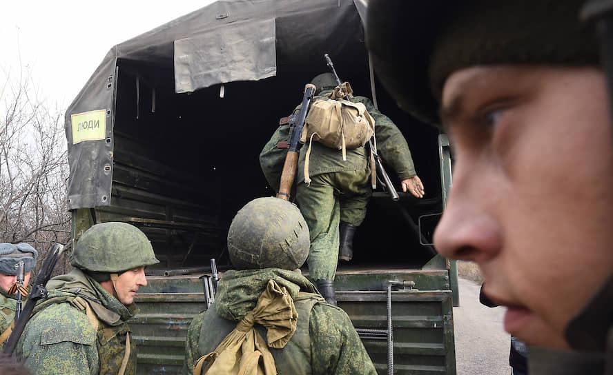 Поселок Петровское, Донецкая область. Начало отвода сил самопровозглашенной Донецкой народной республики на участке у линии соприкосновения в Донбассе