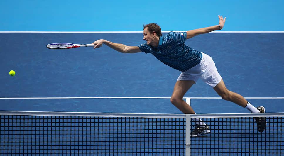 Лондон, Великобритания. Российский теннисист Даниил Медведев во время матча с греком Стефаносом Циципасом на Итоговом чемпионате ATP