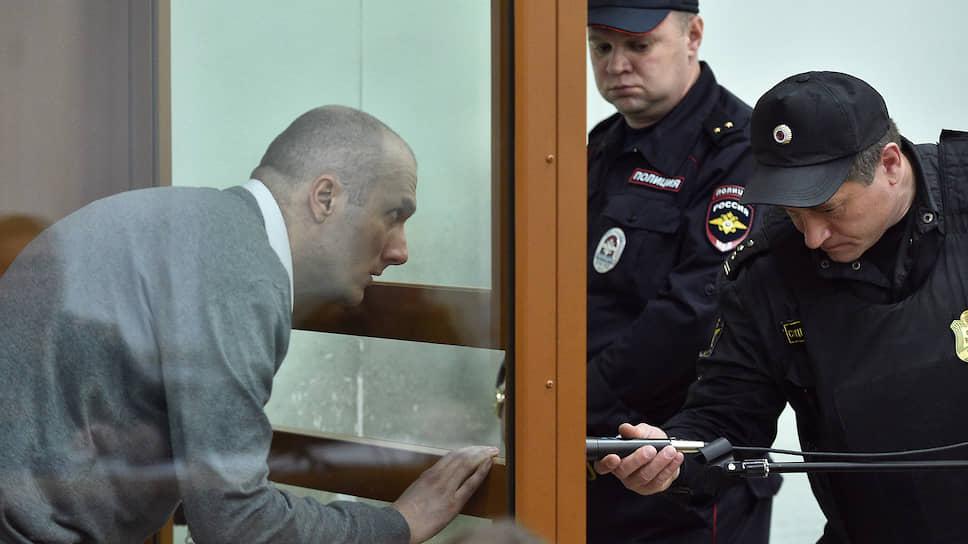 Андрей Толкачев (слева)