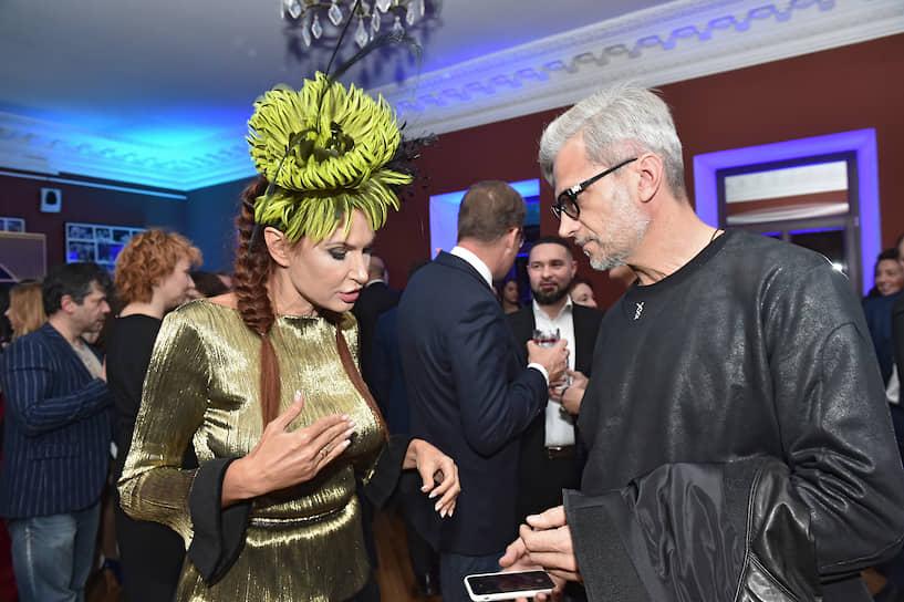 Актриса Эвелина Бледанс во время церемонии объявления победителей премии проекта «Сноб» «Сделано в России — 2019» в Театре на Малой Бронной