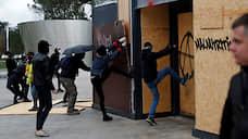 «Желтые жилеты» вернулись в черном  / Годовщину беспорядков отметили погромом в Париже