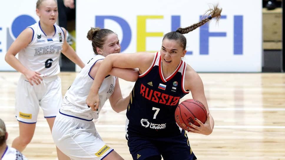 Баскетболистка сборной России Мария Вадеева во время матча со сборной Эстонии