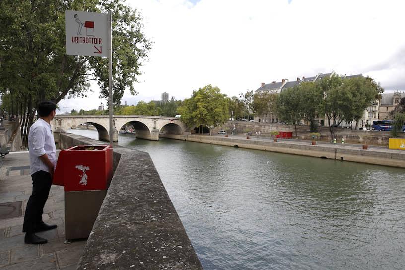 <b>C видом на Сену</b><br> Экологичный писсуар на острове Сен-Луи в Париже