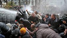 «Мирный протест вышел за рамки закона»  / Грузинские силовики разблокировали входы в парламент
