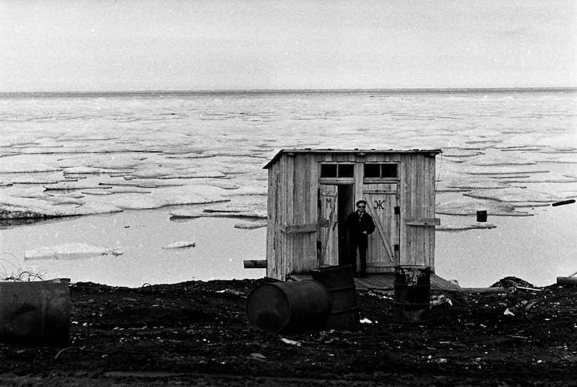 <b>На берегу пустынных волн, сидел он, дум великих полн</b> <br> Туалет на берегу Северного Ледовитого океана