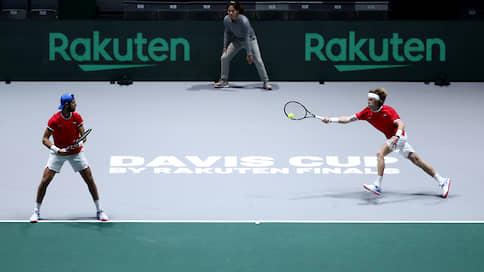 Российские теннисисты стартовали по максимуму  / Davis Cup Finals началcя для них с победы над хорватами