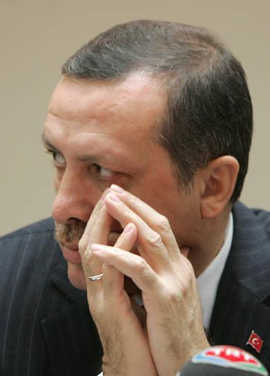 Президент Турции <b>Реджеп Тайип Эрдоган </b> закончил факультет экономики в Университете Мармара, некоторое время работал бухгалтером и менеджером в частном секторе