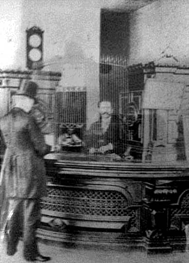 Американский писатель <b>О. Генри</b> (настоящее имя — Уильям Сидни Портер) с 1883 года жил в Техасе, где некоторое время работал в Первом национальном банке города кассиром и бухгалтером