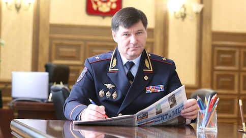 Генерал брал айфонами  / Бывший глава ГУ МВД по Тюменской области обвиняется в получении взяток