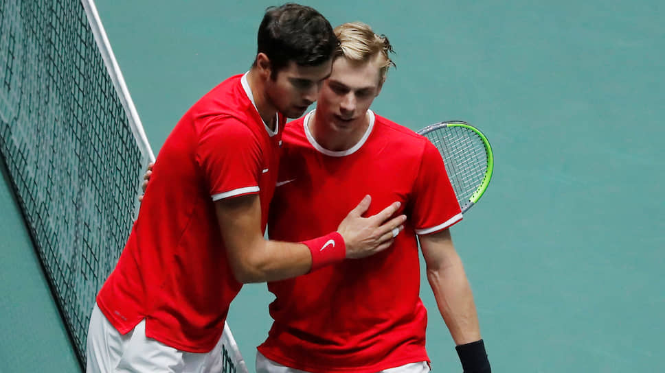 Российский теннисист Карен Хачанов (слева) и канадский теннисист Денис Шаповалов