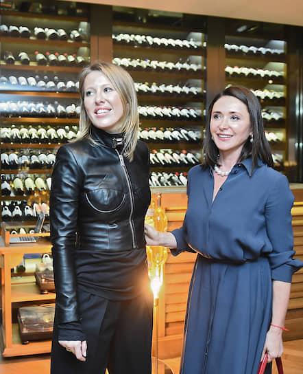Журналист, телеведущая Ксения Собчак (слева) на гастрономическом ужине Анатолия Казакова и Расмуса Кофоеда в ресторане Selfie