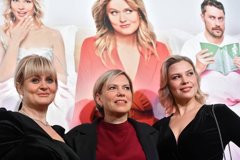 Слева направо: актриса Анна Михалкова, режиссер Анна Пармас и актриса Анна Рыцарева на премьере фильма «Давай разведемся!» в кинотеатре «Каро 11 Октябрь»