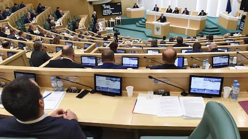 В иностранные агенты могут записать блогеров, студентов и туристов  / Совет Федерации одобрил поправки к закону о СМИ