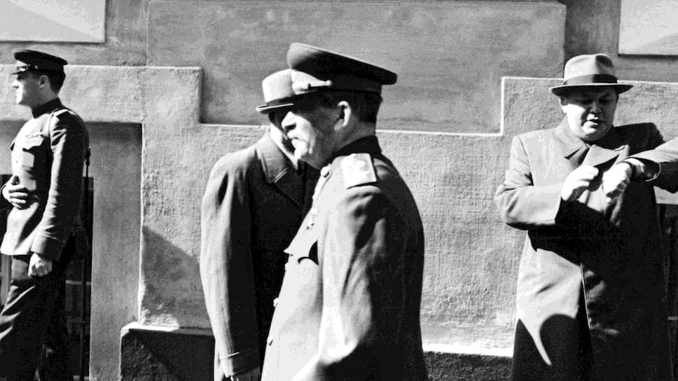 После инцидента с электрокомбайном Попов (на фото — справа) не понял, что его время для управления Москвой истекло