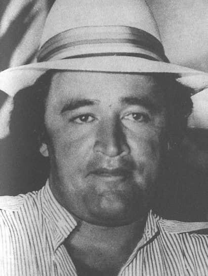<b>Хосе Гонсало Родригес Гача</b> — наркобарон, известный также по прозвищу Мексиканец. В юности работал наемным убийцей, затем создал одну из крупнейших лабораторий для производства и упаковки кокаина под названием Tranquilandia, в которой на момент обнаружения полицией было свыше 13 тонн кокаина. В 1988 году был включен в список миллиардеров журнала Forbes, его состояние оценивалось в $5 млрд. Был убит полицией в 1989-м