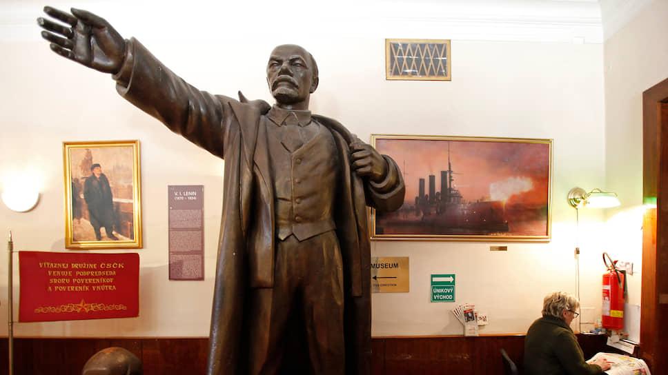 Музей коммунизма в Праге был создан американцем Гленном Спикером, скупившим за $28 тыс. около 1000 артефактов социалистической эры. Эта инвестиция, наверняка, давно оправдалась