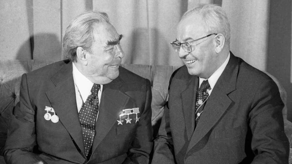 Друзья-ветераны. Леонид Брежнев пробыл главным коммунистом своей страны 18 лет и чуть меньше месяца, а Густав Гусак — 18 лет и 8 месяцев. Но Брежневу не довелось увидеть крах социализма