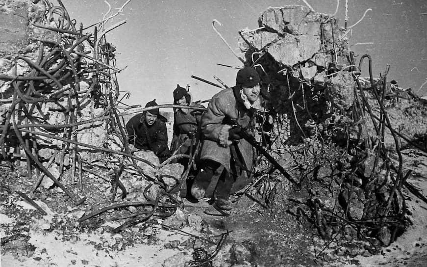 У взорванных бело-финских укреплений, 1940 год