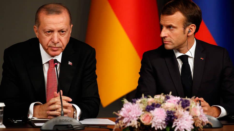 Президент Турции Реджип Эрдоган и президент Франции Эмманюэль Макрон