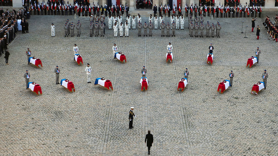 Траурная церемония в честь тринадцати погибших французских военных