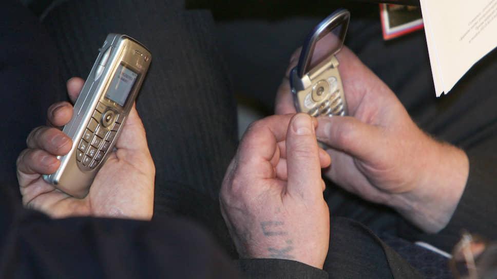 """Глаза боятся, а пальцы сделают  / Игра """"Ъ"""": каково это — набирать СМС на кнопочном телефоне"""
