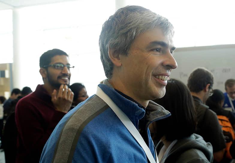 «Мы имеем дело с первой компьютерной платформой, которая работает в мировом масштабе, поэтому необходимы надежные продукты для всех. Не только предоставляющие вычислительные мощности, но и делающие их доступными» <br> На фото: Сундар Пичаи (слева) и сооснователь Google Ларри Пейдж