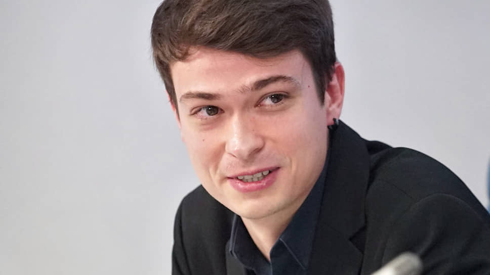 Гитарист Евгений Побожий