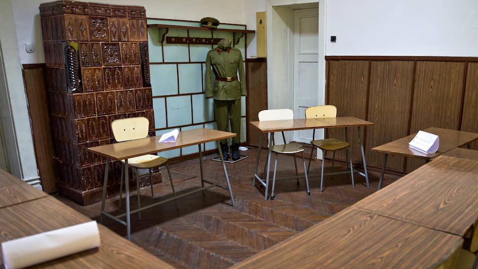 Комната в которой проходил суд над супругами Чаушеску